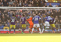Pictured: Lacina Traore of Everton (28) has a header bounce off the post, Gerhard Tremmel of Swansea (in ornage) dives to get the ball. Sunday 16 February 2014<br />