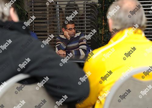 2010-12-20 / Voetbal / Lierse SK / Voorzitter Maged Samy spreekt te supporters toe..Foto: Mpics