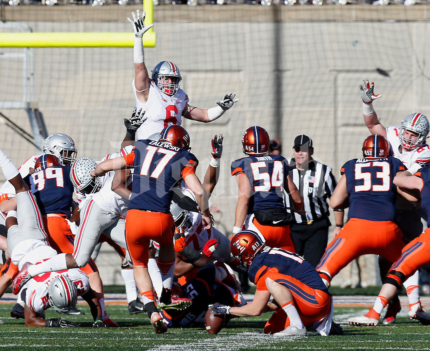 Illinois Fighting Illini place kicker Taylor Zalewski (17) misses the kick in the second half of their game at Memorial Stadium in Champaign, Ill on November 14, 2015. (Columbus Dispatch photo by Brooke LaValley)