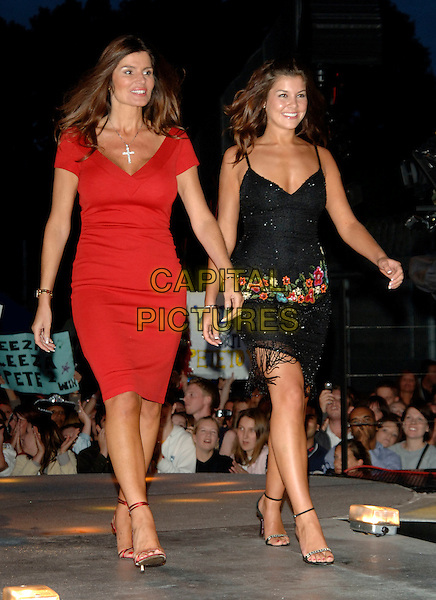 SUSIE VERRICO & IMOGEN THOMAS.Big Brother 2006 final.Borehamwood England, 18th August 2006.Ref: PL.full length black dress red.www.capitalpictures.com.sales@capitalpictures.com.©Phil Loftus/Capital Pictures