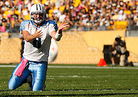 PITTSBURGH, PA - OCTOBER 09:  Matt Hasselbeck #8 of the Tennessee Titans yells after the play against the Pittsburgh Steelers during the game on October 9, 2011 at Heinz Field in Pittsburgh, Pennsylvania.  (Photo by Jared Wickerham/Getty Images)