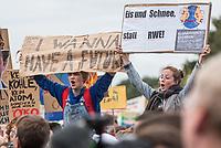 """Bis zu 270.000 Menschen demonstrierten am Freitag den 20. September 2019 in Berlin gegen die Klimapolitik der Bundesregierung und Industrie.<br /> Aufgerufen zu dem weltweit an diesem Tag stattfindenden """"Klimastreik"""" hatte die Schuelerorganisation """"Fridays for Future"""".<br /> 20.9.2019, Berlin<br /> Copyright: Christian-Ditsch.de<br /> [Inhaltsveraendernde Manipulation des Fotos nur nach ausdruecklicher Genehmigung des Fotografen. Vereinbarungen ueber Abtretung von Persoenlichkeitsrechten/Model Release der abgebildeten Person/Personen liegen nicht vor. NO MODEL RELEASE! Nur fuer Redaktionelle Zwecke. Don't publish without copyright Christian-Ditsch.de, Veroeffentlichung nur mit Fotografennennung, sowie gegen Honorar, MwSt. und Beleg. Konto: I N G - D i B a, IBAN DE58500105175400192269, BIC INGDDEFFXXX, Kontakt: post@christian-ditsch.de<br /> Bei der Bearbeitung der Dateiinformationen darf die Urheberkennzeichnung in den EXIF- und  IPTC-Daten nicht entfernt werden, diese sind in digitalen Medien nach §95c UrhG rechtlich geschuetzt. Der Urhebervermerk wird gemaess §13 UrhG verlangt.]"""