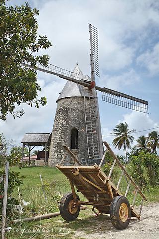 Moulin de Bézard Windmill and cart