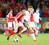 9th October 2017, Cardiff City Stadium, Cardiff, Wales; FIFA World Cup Qualification, Wales versus Republic of Ireland; Jeff Hendrick (Republic of Ireland) and Jonathan Williams (Wales) challenge for the ball