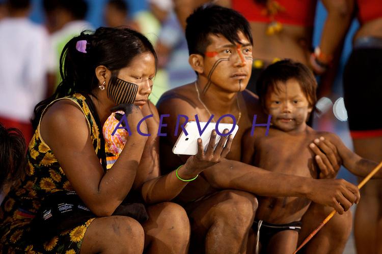 IV Jogos Tradicionais Indígenas do Pará<br /> <br /> Xicrim.<br /> <br /> Quinza etnias participam dos  IX Jogos Indígenas, iniciados neste na íntima sexta feira. Aikewara (de São Domingos do Capim), Araweté (de Altamira), Assurini do Tocantins (de Tucuruí), Assurini do Xingu (de Altamira), Gavião Kiykatejê (de Bom Jesus do Tocantins), Gavião Parkatejê (de Bom Jesus do Tocantins), Guarani (de Jacundá), Kayapó (de Tucumã), Munduruku (de Jacareacanga), Parakanã (de Altamira), Tembé (de Paragominas), Xikrin (de Ourilândia do Norte), Wai Wai (de Oriximiná). Participam ainda as etnias convidadas - Pataxó (da Bahia) e Xerente (do Tocantins). Mais de 3 mil pessoas lotaram as arquibancadas da arena de competição.Praia de Marudá, Marapanim, Pará, Brasil.Foto Paulo Santos08/09/2014
