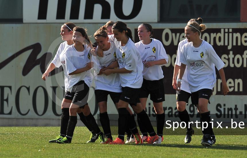 WB Sinaai Girls - WD Lierse SK B : vreugde bij Lierse na hun doelpunt.foto Joke Vuylsteke / Vrouwenteam.be