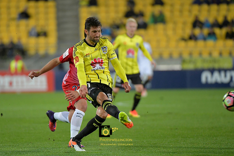 Wellington Phoenix&rsquo;  Vince Lia in action during the A League - Wellington Phoenix v Melbourne City FC at Westpac Stadium, Wellington, New Zealand on Saturday 8 October 2016.<br /> Photo by Masanori Udagawa. <br /> www.photowellington.photoshelter.com.