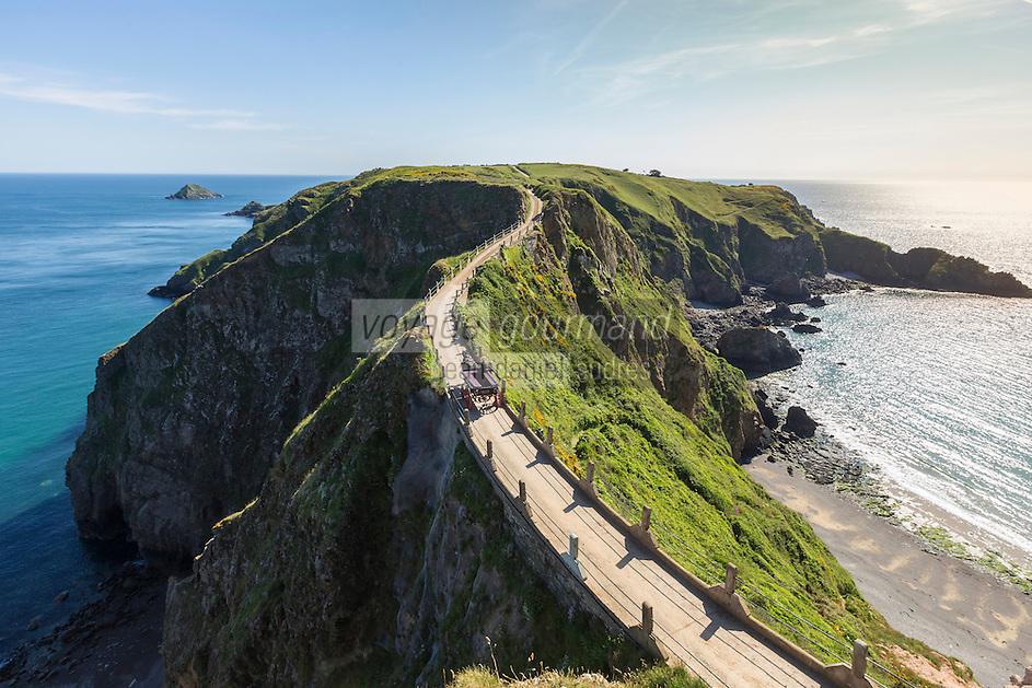 Royaume-Uni, îles Anglo-Normandes, île de Sark (Sercq): Isthme de La Coupée entre great Sark et Little Sark //United Kingdom, Channel islands, Sark island, La Coupee