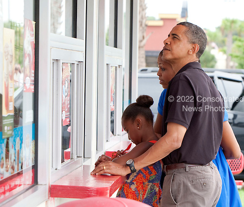 United States President Barack Obama, first lady Michelle Obama and 9 year-old daughter Sasha Obama stop at Bruster's Real Ice Cream Sunday, August 15, 2010 in Panama City Beach, Florida. The First Family is visiting the Florida panhandle to help promote tourism and check up on cleanup efforts from the aftermath of the Deepwater Horizon Oil spill.  .Credit: Mark Wallheiser - Pool via CNP