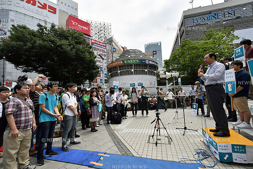 July 2, 2016, Tokyo, Japan - Kazuo Shii, leader of the Japanese Communist Party takes to the streets in Tokyos Shinjuku on sweltering Sunday, July 2, 2016, campaigning for a local candidate from his own party. The Communists, Democrats?and other opposition parties agreed to avoid having their candidates?compete against one another in single-seat districts, the Communists field 42 candidates only for proportional representation seats. (Photo by Natsuki Sakai/AFLO) AYF -mis-