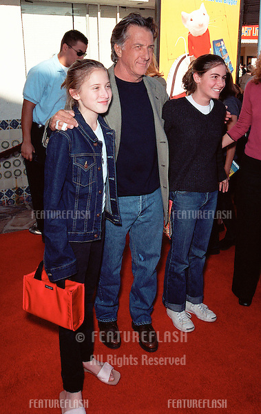 "05DEC99: Actor DUSTIN HOFFMAN & daughters at the world premiere in Los Angeles of ""Stuart Little."".© Paul Smith / Featureflash"