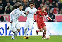FUSSBALL   1. BUNDESLIGA  SAISON 2012/2013   21. Spieltag  FC Bayern Muenchen - FC Schalke 04                     09.02.2013 Sead Kolasinac und Jermaine Jones (Mitte, beide FC Schalke 04) gegen Philipp Lahm (re, FC Bayern Muenchen)