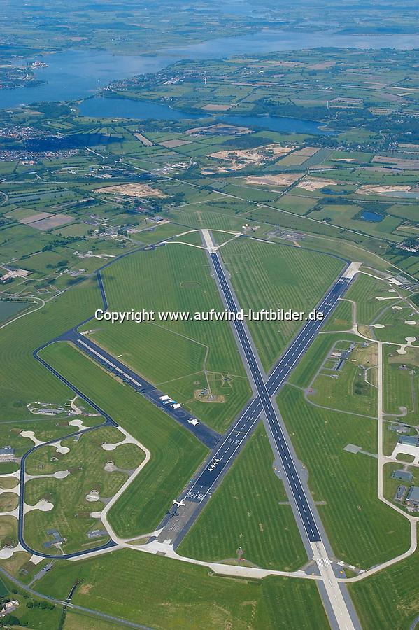 """4415/Flugplatz Kropp Jagel:EUROPA, DEUTSCHLAND, SCHLESWIG- HOLSTEIN, 08.06.2005: Kropp/Jagel<br />Heimat des Aufklaerungsgeschwader 51 der Luftwaffe <br />""""Immelmann"""" ist der ehemalige Marinefliegerhorst Schleswig/ Jagel . Das Areal hat eine groesse über 600 Hektar. Am oberen Bildrand ist die Schlei zu erkennen. <br /><br />Militaerflugplatz, Flugplatz, Bundeswehr<br />Luftaufnahme, Luftbild,  Luftansicht"""