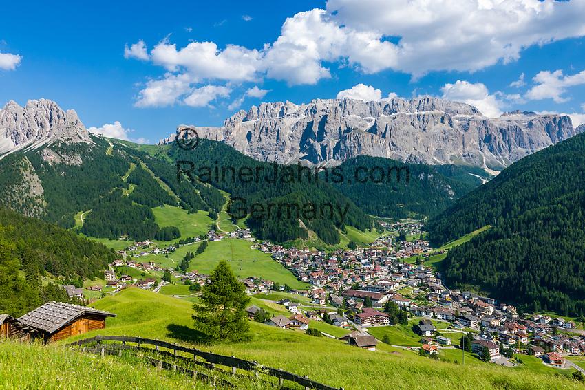 Italy, South Tyrol (Trentino - Alto Adige), Dolomites, Val Gardena: Selva di Val Gardena with Gruppo del Sella mountains and Gruppo del Cir mountains (left) | Italien, Suedtirol (Trentino - Alto Adige), Dolomiten, Groednertal: Wolkenstein in Groeden vor Sellagruppe und Cirspitzen (links)