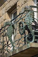 Europe/France/Bretagne/35/Ille et Vilaine/Cancale: Détail balcon en fer forgé d'une maison du front de mer représentant des  Hyppocampes