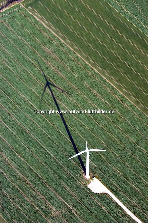 Deutschland, Schleswig- Holstein. Lauenburg, Basedow, Windkraftwerk