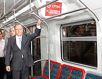 SÃO PAULO, SP, 06 DE FEVEREIRO 2012 - ENTREGA TREM CPTM - O governador Geraldo Alckmin durante entrega de quatro novos trens para início da operação assistida na Linha 8-Diamante (Julio Prestes-Itapevi) da CPTM (Companhia Paulista de Trens Metropolitanos). Essas composições já passaram pela fase de testes e a partir de agora entram no período de operação assistida, com técnicos monitorando as viagens com passageiros, fora dos horários de pico. Desde 2006, já foram adquiridos 105 trens. Com a entrega desses trens, o número em operação chega a 64. Os 41 restantes serão entregues gradativamente até 2013nesta segunda-feira, 6. FOTO: ALE VIANNA - NEWS FREE.