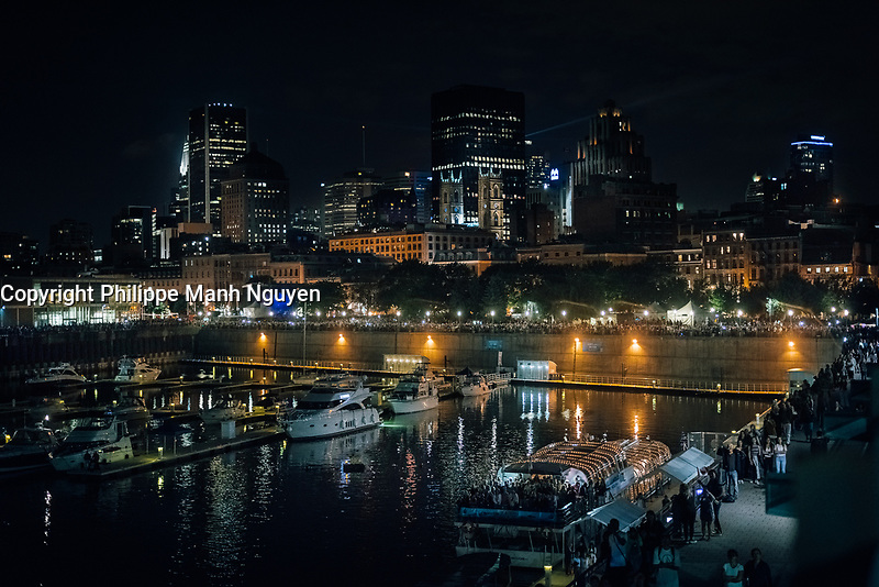 la marina du vieux-port de Montreal, la nuit
