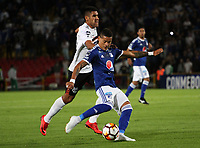 BOGOTÁ - COLOMBIA, 15-08-2018:Ayron Del Valle (Der.)  jugador de Millonarios de Colombia disputa el balón con Angel Benitez  (Izq.) jugador del General Díaz del Paraguay durante partido por la segunda fase de la Copa Conmebol Sudamericana 2018 , jugado en el estadio Nemesio Camacho El Campín de la ciudad de Bogotá. / Ayron Del Valle (Der.) Player of Millonarios  of Colombia disputes the ball with Angel Benitez (Left) player of General Diaz of Paraguay during game for the second phase of the Copa Conmebol Sudamericana 2018, played in the stadium Nemesio Camacho El Campín of the city of Bogotá. Photo: VizzorImage / Felipe Caicedo / Staff.