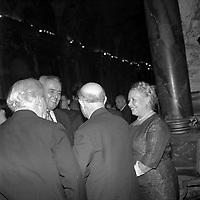 intérieur Mairie à Toulouse. Le 1 septembre 1962. Vue de Pablo Casal qui discute avec un groupe de personnes.<br /> <br /> PHOTO:  Fonds André Cros,