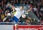 Lee McCulloch in combat with Stirling keeper Sam Filler