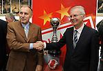 FUDBAL, BEOGRAD, 08. Dec. 2010. - Predsedni skupstine Svetozar Mijailovic i sportski direktor Crvene zvezde iz 1991. godine  Dragan Dzajic. U Red cafe-u na zapadnoj strani Marakane  obelezavano je 19 godina od osvajanje titule sampiona sveta FK Crvena zvezda. Za tu priliku organizovanje je prigodan koktel koji je ujedno iskoriscen za promociju kalendara FK Crvena zvezda za 2011. godinu koji ce se odmah nakon promocije naci i u prodaji.. Foto: Nenad Negovanovic