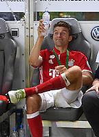 FUSSBALL  DFB POKAL FINALE  SAISON 2015/2016 in Berlin FC Bayern Muenchen - Borussia Dortmund         21.05.2016 DER FC BAYERN IST POKALIEGER 2016: Thomas Mueller prostet mit einer Flasche Wasser zu