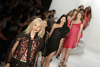 SAO PAULO, SP, 11 JUNHO 2012 - SPFW DESFILE GRIFE TUFI DUEK - Desfile da grife Tufi Duek durante a 33ª edição do São Paulo Fashion Week Verão 2013, nesta segunda-feira, 11. (FOTO: MARCOS MADI / BRAZIL PHOTO PRESS).