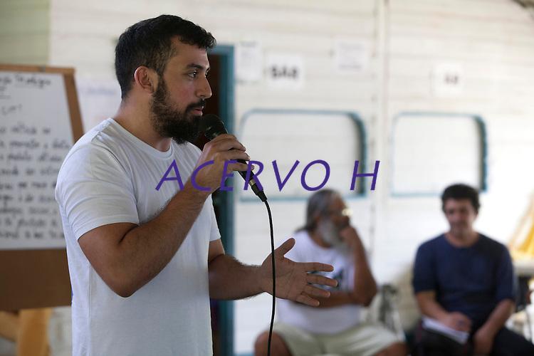 Advogado Tiago Martins  durante o IV Encontrão  para dar continuidade a implantação do protocolo comunitário no Arquipélago do Bailique  na foz do rio Amazonas, Amapá, Brasil.Foto Paulo Santos 12/06/2015