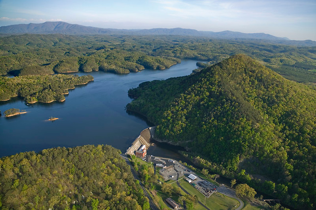 Lake Ocoee dam and Sugarloaf Mountain