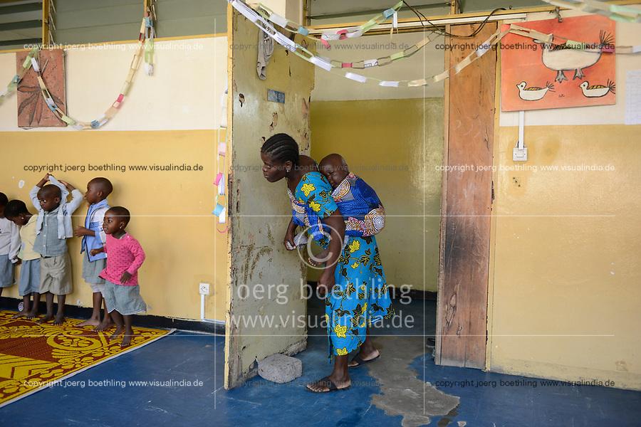 TOGO, Lome, Zentrum DZIDUDU der Organisation BNCE (Bureau National Catholique de l'Enfance) zur Betreuung von Lastentraegerinnen und Marktfrauen und deren Kindern, KIndergarten