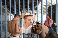 RIO DE JANEIRO, RJ, 28.03.2017 - JUSTIN-BIEBER - Fãs do cantor canadense Justin Bieber acampam em frente a Praça da Apoteose no Rio de Janeiro nesta terça-feira, 28. (Foto: Clever Felix/Brazil Photo Press)