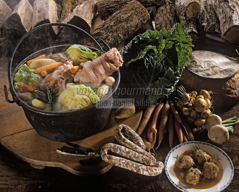Europe/France/Auvergne/15/Cantal: Potée auvergnate tripoux et saucisse sèche