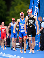 15 AUG 2009 - LONDON, GBR - Alistair Brownlee leads rival Javier Gomez onto the pontoon at the start of the ITU World Championship Series Mens Triathlon (PHOTO (C) NIGEL FARROW)