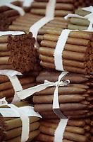 """Iles Bahamas / New Providence et Paradise Island / Nassau: Hotel """"le Graycliff"""" ou Enrico Garzaroli produit ces cigares """"Iles Bahamas / New Providence et Paradise Island / Nassau: Hotel """" le Graycliff""""ou Enrico Garzaroli produit ces cigares"""" Graycliff"""""""