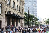 SÃO PAULO, 30 de JUNHO, 2012 - VIRADA ESPORTIVA - Movimentação do público Virada Esportiva - Strongman-levantamento de peso, skate night, slide, rapel, tirolesa, tobogã, escalada entre outras atrações no Vale do Anhangabaú foi a programação da Virada Esportiva 2012 na manhã de sábado, 30 -  FOTO  LOLA OLIVEIRA - BRAZIL PHOTO PRESS