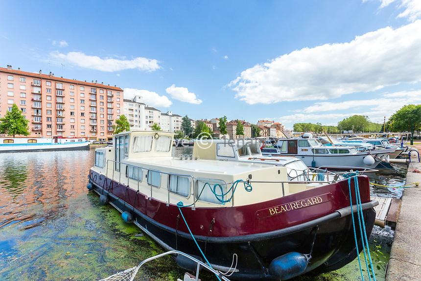 France, Loire (42), Roanne, port de plaisance sur le canal Roanne-Digoin