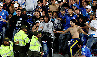 BOGOTA - COLOMBIA -06 -08-2017: Hinchas de Millonarios se enfrentaron con la policía en la tribuna sur durante el encuentro entre Millonarios y Atletico Junior por la fecha 6 de la Liga Aguila II 2017 jugado en el estadio Nemesio Camacho El Campin de la ciudad de Bogota. / Fans of Millonarios fight with the police in the south tribune during match between Millonarios and Atletico Junior for the date 6 of the Liga Aguila II 2017 played at the Nemesio Camacho El Campin Stadium in Bogota city. Photo: VizzorImage / Cristian Alvarez / Cont.