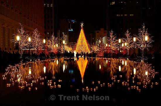 Salt Lake City - Christmas lights. LDS Church's Main Street Plaza.&amp;#xA; 12.06.2002, 8:18:16 PM<br />