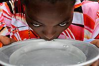 KENYA Majaoni,  woman drink water from Aluminium bowl /Ostafrika Kenya , Frau trinkt Wasser aus Schale