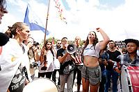 CURITIBA, PR, 15.03.2017 - GREVE-PR – Manifestantes durante ato do dia nacional de paralisações e greves contra as reformas Previdenciária e Trabalhista., na Praça Santos Andrade, centro de Curitiba, na manhã desta quarta-feira (15). (Foto: Paulo Lisboa/Brazil Photo Press)