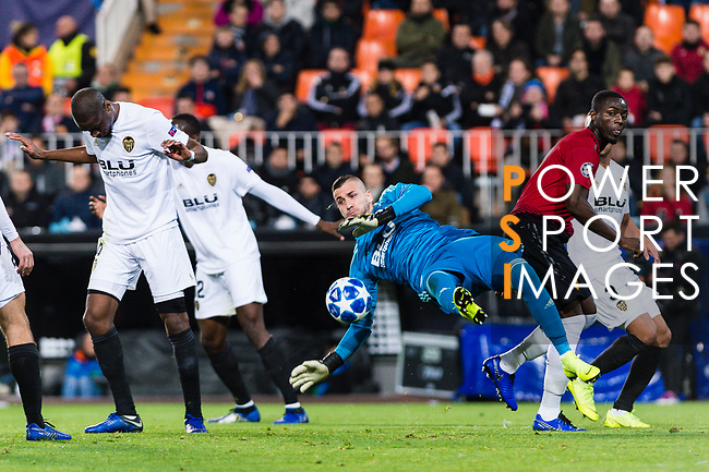 Eric Bailly of Manchester United (R) fights for the ball with Goalkeeper Jaume Domenech of Valencia CF (C) during the UEFA Champions League 2018-19 match between Valencia CF and Manchester United at Estadio de Mestalla on December 12 2018 in Valencia, Spain. Photo by Maria Jose Segovia Carmona / Power Sport Images
