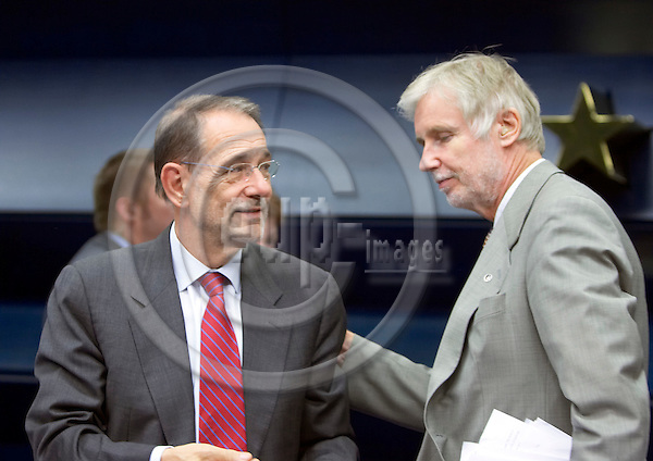 BRUSSELS - BELGIUM - 17 JULY 2006 -- EU-Council General Affairs meeting with Foreign Ministers, Finnish Presidency. -- High Representative for the Common Foreign and Security Policy, Secretary-General of the Council Spanish Javier SOLANA (L), and Finnish Foreign Affairs Minister and President of the European council Erkki TUOMIOJA (R) and gives a news conference at the end of he EU general affairs council. -- PHOTO: Thierry MONASSE / EUP-IMAGES