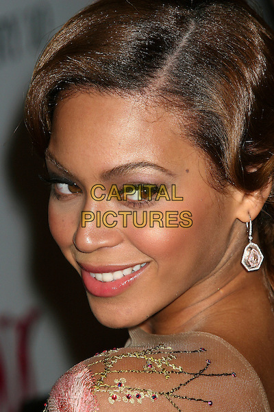 """BEYONCE KNOWLES.""""The Pink Panther"""" US film premiere at the Ziegfeld Theater, New York, NY, USA..February 6th, 2006.Ref: IW.headshot portrait dangling earrings .www.capitalpictures.com.sales@capitalpictures.com.©Capital Pictures"""