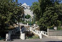 Jugendstil-Treppenanlage Strudlhofstiege erbaut 1910 von Johann Theodor J&auml;ger, Strudelhofgasse 8, Wien, &Ouml;sterreich, UNESCO-Weltkulturerbe<br /> Art nouveau stairway Strudelhofstiege, Vienna, Austria, world heritage