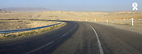 Tunisia, Roadway through desert PANORAMIC (OTR TUNISIAsb10066227i-001 )