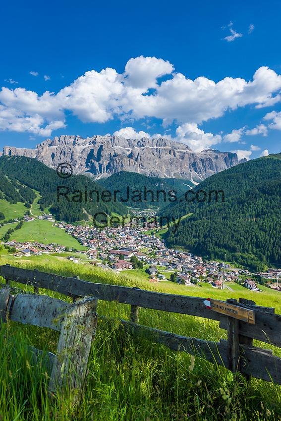 Italy, South Tyrol (Trentino - Alto Adige), Dolomites, Val Gardena: Selva di Val Gardena with Gruppo del Sella mountains | Italien, Suedtirol (Trentino - Alto Adige), Dolomiten, Groednertal: Wolkenstein in Groeden vor Sellagruppe
