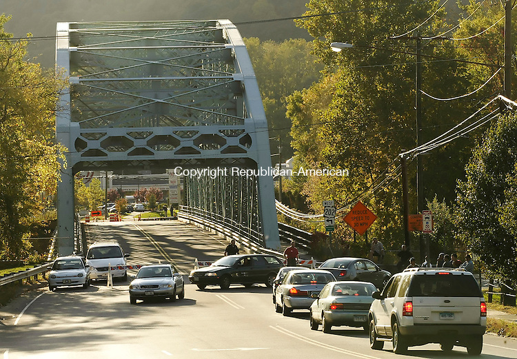 NEW MILFORD, CT 19 October 2005 -101905BZ01- Cars are detoured off Rte. 202 in New Milford after a gas leak forced the evacuation of the area.  Rte. 7 was also closed. <br /> Jamison C. Bazinet / Republican-American