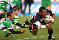 Counties prop Simon Lemalu beats Aaron Cruden to score during the Air NZ Cup rugby match between Manawatu Turbos and Counties-Manukau Steelers at FMG Stadium, Palmerston North, New Zealand on Sunday, 2 August 2009. Photo: Dave Lintott / lintottphoto.co.nz