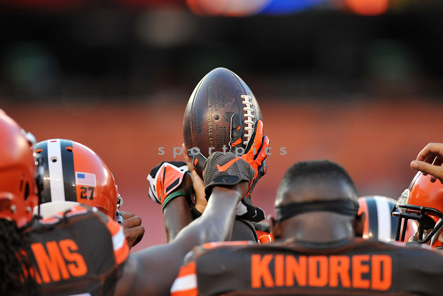 CLEVELAND, OH - SEPTEMBER 1, 2016: The Cleveland Browns huddle prior to a game on September 1, 2016 against the Chicago Bears at FirstEnergy Stadium in Cleveland, Ohio. Chicago won 21-7. (Photo by: 2016 Nick Cammett/Diamond Images)  *** Local Caption *** Cleveland Browns